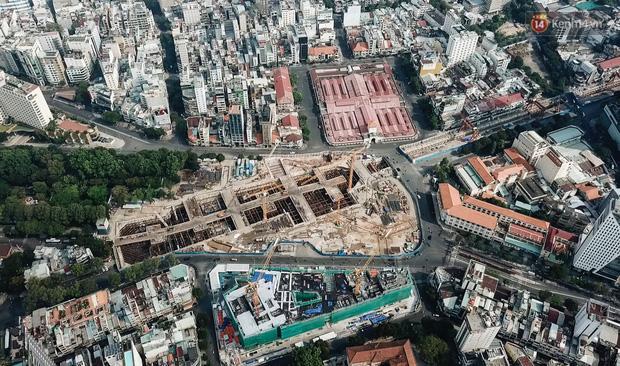 无人机靠近Ben Thanh的中央地铁站,这是最复杂的项目,因为它连接了西贡的4条地铁线路-照片19。