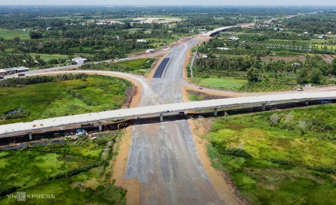 Than Cuu Nghia交叉路口于2020年9月连接胡志明市-Trung Luong高速公路。 照片:九龙。